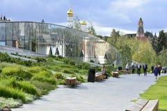 Parque de Zaryad Moscovo, Rússia 09 18 2018 13-57 fotografia de stock royalty free
