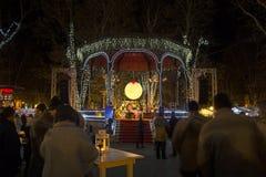 Parque de Zrinjevac adornado por las luces de la Navidad Fotografía de archivo