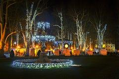 Parque de Zrinjevac adornado por las luces de la Navidad Fotografía de archivo libre de regalías