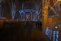 Parque de Zrinjevac adornado por las luces de la Navidad Foto de archivo libre de regalías