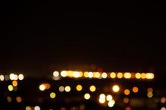 Parque defocused de la imagen del vintage con el fondo hermoso de las luces de la ciudad fotografía de archivo libre de regalías