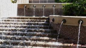 Parque del agua y fuente moderna en Crystal City metrajes