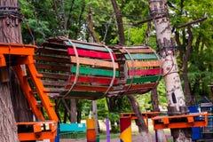 Parque del cable de alta tensión de la aventura que sube Fotos de archivo