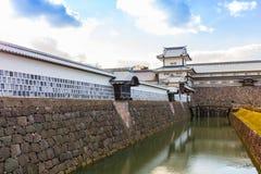 Parque del castillo del jardín y de Kanazawa de Kenrokuen en Kanazawa, Japón Imagen de archivo libre de regalías