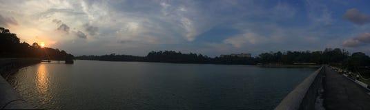 Parque del depósito de Macritchie de la puesta del sol cerca del lago fotos de archivo libres de regalías