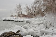 Parque del este de la bahía de Humber de la orilla del lago del hielo del espray Imagen de archivo libre de regalías