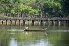 PARQUE DEL LAGO DE ASIA MYANMAR RANGÚN KANDAWGYI Imagen de archivo libre de regalías