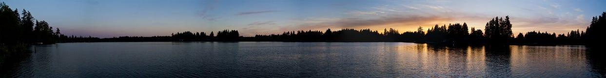 Parque 1 del lago Spanaway de la puesta del sol imagen de archivo