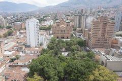 Parque del metropolitano de Medellin, de Colombia, de la catedral y de Bolivar 23 de septiembre de 2015 foto de archivo libre de regalías