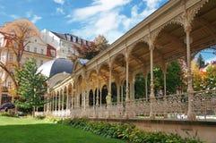 Parque del otoño en Karlsbad (Karlovy varía) fotografía de archivo libre de regalías