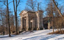 Parque del palacio de Gatchina Casa del abedul En frente es una máscara porta Fotografía de archivo libre de regalías