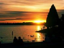 Parque del puerto deportivo en la puesta del sol Fotos de archivo libres de regalías