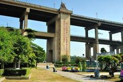 Parque del sur del fuerte del puente de Nanjing el río Yangzi Imágenes de archivo libres de regalías