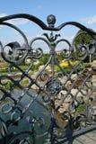 Parque detrás de la cerca Imagenes de archivo