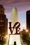 Parque do amor de Philadelphfia na noite Fotos de Stock Royalty Free
