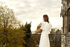 Parque do castelo do terraço da mulher Imagens de Stock Royalty Free