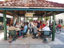 Parque do dominó em Calle Ocho em pouco Havana, Miami, Florida fotografia de stock