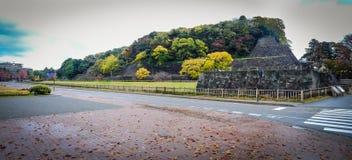 Parque do outono com castelo de Kanazawa Fotos de Stock Royalty Free