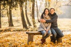 Parque do outono da caminhada fotos de stock royalty free