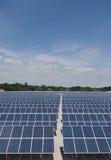 Parque do painel solar, verical Fotos de Stock Royalty Free