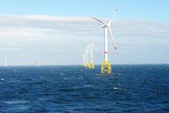 Parque do vento a pouca distância do mar Imagens de Stock Royalty Free