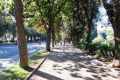 Parque dos povos em público de jardins de Borghese da casa de campo foto de stock