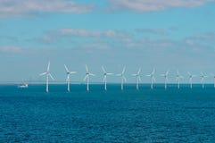 Parque eólico costero en el mar Báltico Imagen de archivo