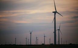 Parque eólico eléctrico en kanas foto de archivo