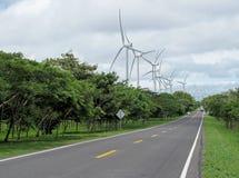 Parque eólico a lo largo del camino, Nicaragua de la producción de energía Fotografía de archivo libre de regalías