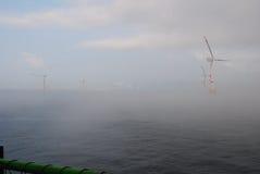 Parque eólico a poca distancia de la costa Fotos de archivo libres de regalías