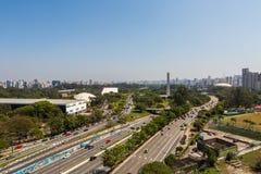 Parque e avenida de Ibirapuera o 23 de maio Fotografia de Stock