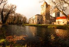 Parque e castelo velhos Pottendorf em Áustria imagem de stock royalty free