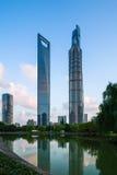 Parque e construção moderna Fotos de Stock Royalty Free