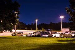 Parque e lote do passeio na noite Foto de Stock Royalty Free