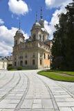 Parque e palácio antigos magníficos imagem de stock