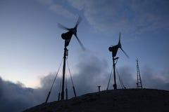 Parque eólico en Julian Alps, Eslovenia Imagenes de archivo