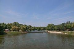 Parque em Budapest com fonte imagens de stock royalty free
