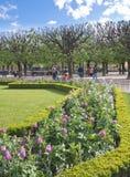 Parque en las paredes de Notre Dame Fotos de archivo libres de regalías