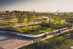 Parque en un desarrollo urbano nuevamente construido, Moscú, Rusia de ZilArt fotografía de archivo libre de regalías