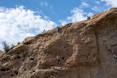 Parque estadual da angra de Malibu - 11 de maio de 2019: Montanhistas de rocha no parque estadual da angra de Malibu na mola, 201 imagens de stock royalty free
