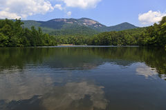 Parque estadual da rocha da tabela e lago pinnacle imagens de stock royalty free