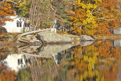 Parque estadual no outono, NH de Sunapee da montagem imagens de stock royalty free