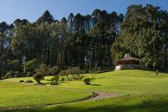 Parque grande con el gazebo Fotos de archivo libres de regalías