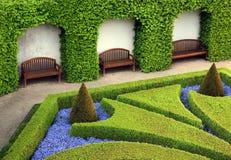 Parque hermoso con un asiento Fotos de archivo