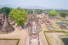 Parque histórico de Sukhothai en Sukhothai, Tailandia Silueta del hombre de negocios Cowering Foto de archivo libre de regalías