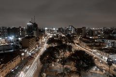 Parque Kennedy en Lima por noche Imagenes de archivo