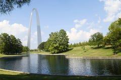 Parque MO EUA de Nationa do arco da entrada dos marcos de St Louis imagens de stock