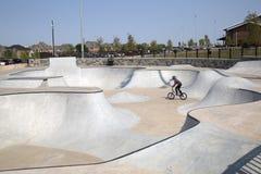 Parque moderno agradável do patim na cidade Frisco Texas imagem de stock