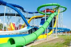Parque moderno da água, parque do aqua com corrediças extremas foto de stock royalty free