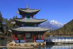 Parque na cidade de Lijang China fotos de stock